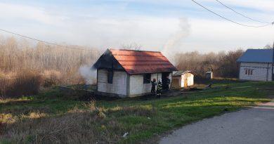 Casă distrusă în urma unui incendiu, pe o stradă din Balș