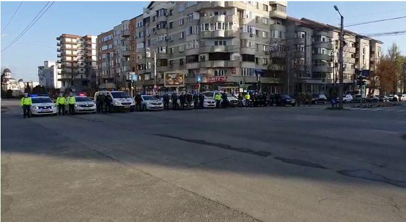 Pe străzile Slatinei s-a auzit imnul național. Acțiuni ale oamenilor legii au fost și în județ