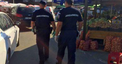Un jandarm, salvatorul unui bătrân care a căzut în piața din Balș