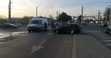 Coliziune între un autoturism și o autoutilitară, la Slatina. O persoană a ajuns la spital