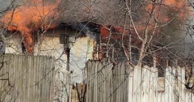 Un bărbat imobilizat la pat, găsit fără suflare după ce casa i-a luat foc