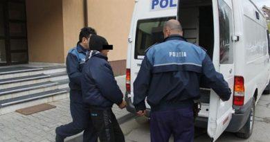 Bărbat din Caracal, reținut de polițiști după ce a agresat sexual timp de aproape doi ani o copilă de 10 ani